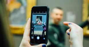 museum smartphone